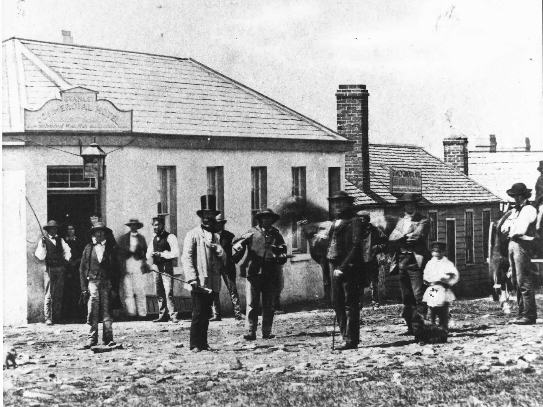 VDL Company tenants gathered outside the Commercial Hotel, 1858